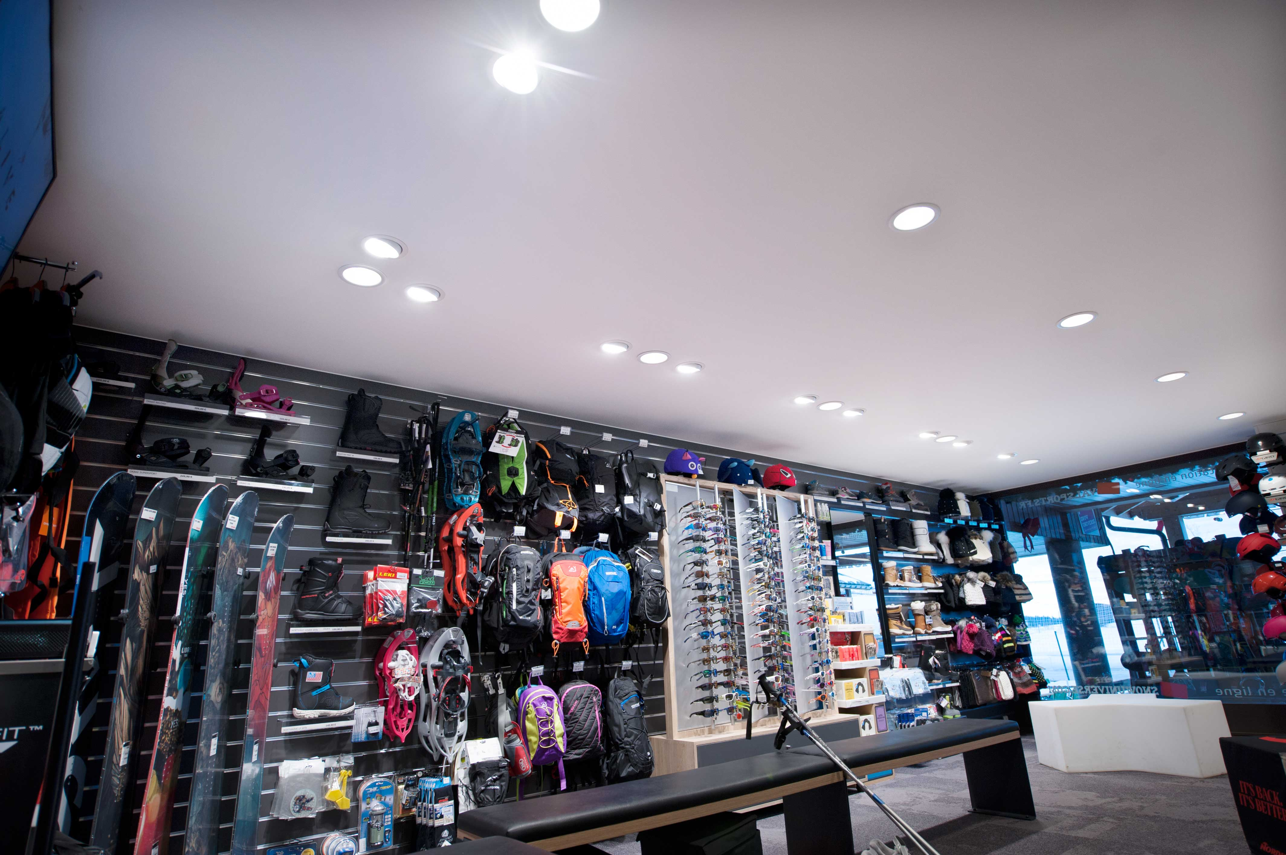 Renovation du plafond de ce magasin de ski
